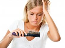 Kodėl slenka plaukai moterims