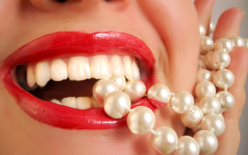 glamorous lips and pearls